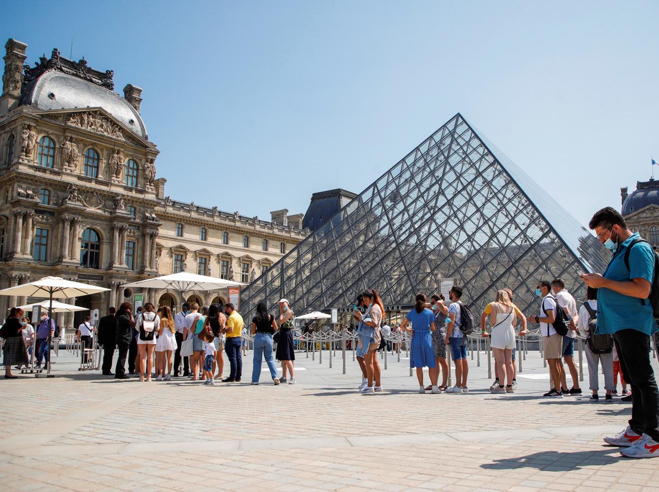 Pass sanitaire exigé pour entrer au Louvre, et au musée en général, en France, Reuters
