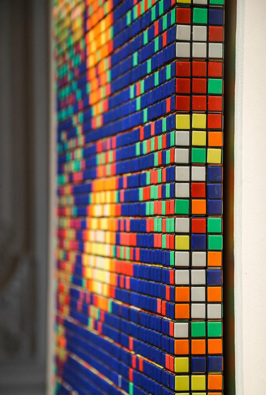 330 Rubik's Cubes ont été nécessaires pour la réalisation de cette Mona Lisa de l'artiste Invader., FRANCOIS GUILLOT / AFP