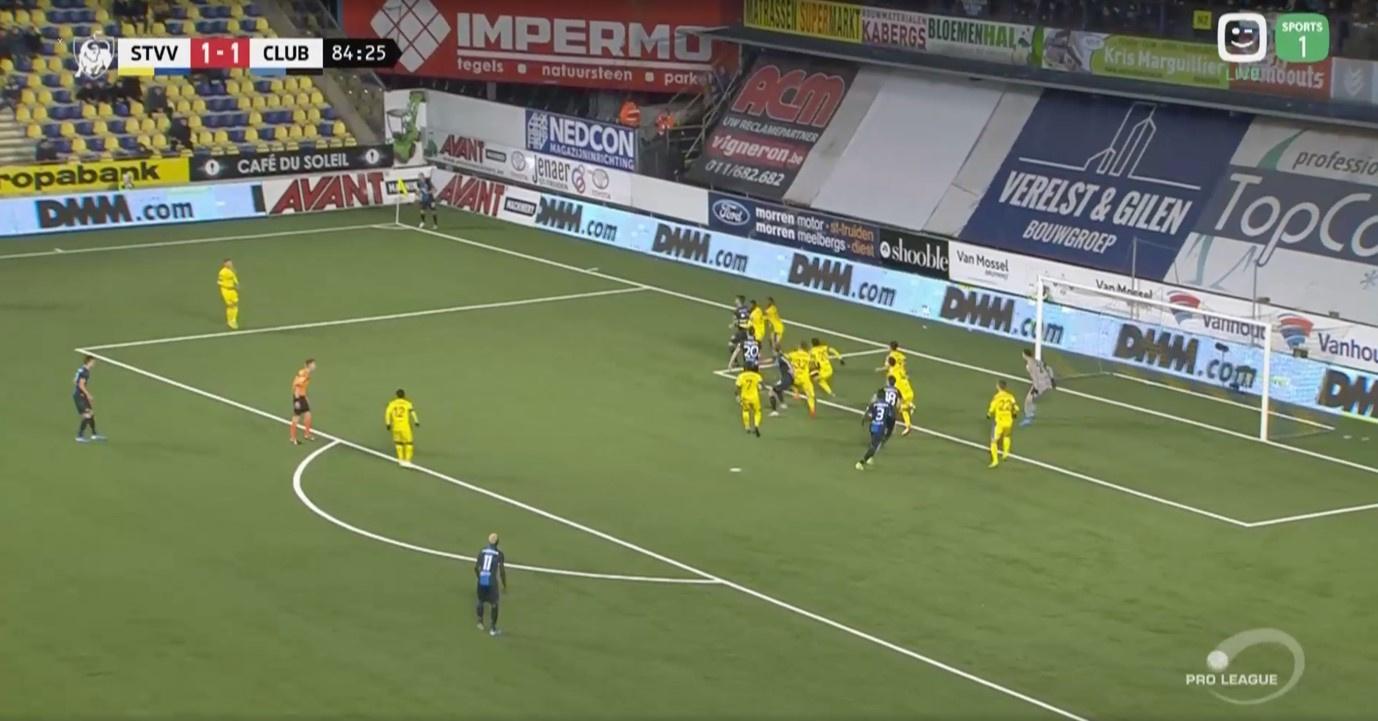 Club Brugge loopt met drie spelers naar de eerste zone. Ricca en Balanta ontsnappen zo aan het zicht van de verdedigers van Sint-Truiden, wat hen een doelpunt kost., Redactie