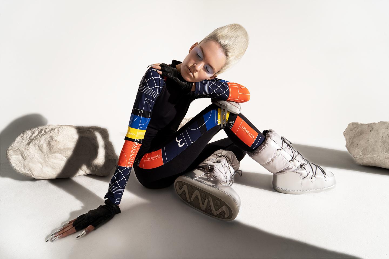 Een model in een outfit van Recto Verso, Recto Verso