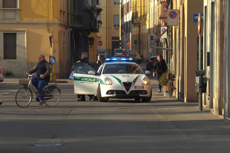 Dans le village de Codogno après que des fonctionnaires aient dit aux habitants de rester chez eux et de suspendre les activités publiques alors que 14 cas de coronavirus sont confirmés dans le nord de l'Italie, 21 février 2020