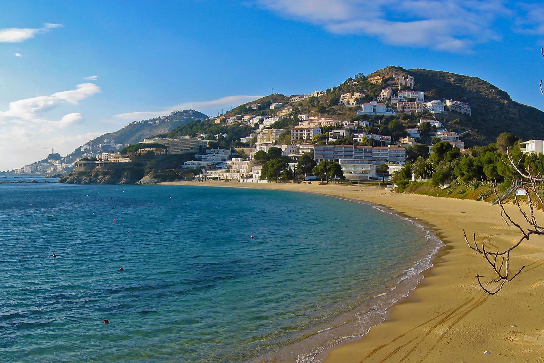 Plage d'Almadrava à Rosas, sur la Costa Brava espagnole, Getty Images