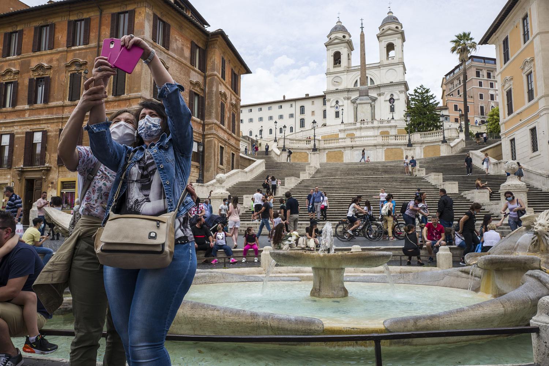 Selfie touristique avec masqué en Italie, Getty Images