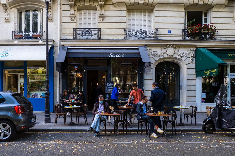 Les terrasses des cafés parisiens prennent de l'ampleur pour assurer la distanciation, Getty Images