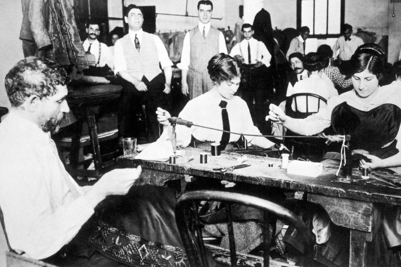 Les travailleurs de Garment District à l'oeuvre, en 1911, Getty Images