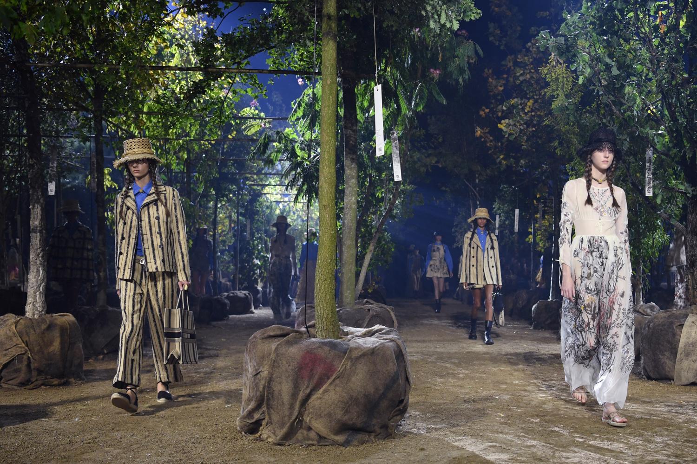 Dior, marque du groupe LVMH, crée un jardin imaginaire, mais artificiel, pour son défilé Dior septembre 2019, AFP