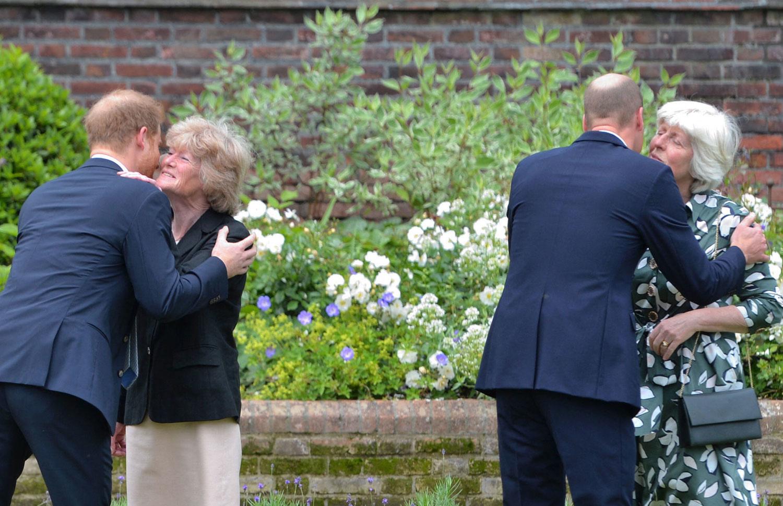 Harry et William saluent leurs tantes, les soeurs de Diana, Lady Sarah McCorquodale et Lady Jane Fellowes, Belga Images