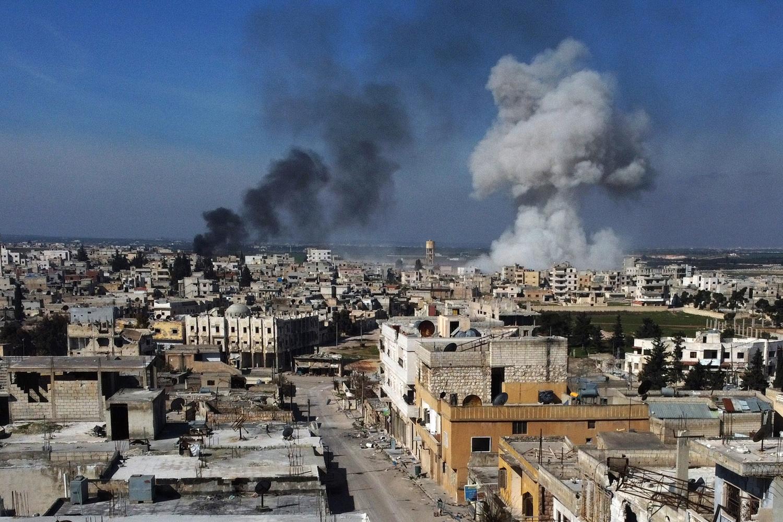 Frappes sur la ville de Saraqeb., Aref TAMMAWI / AFP
