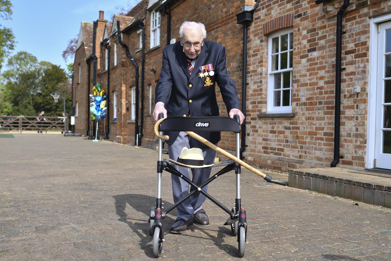 Tom Moore, 99 ans et héros britannique, Belga Images