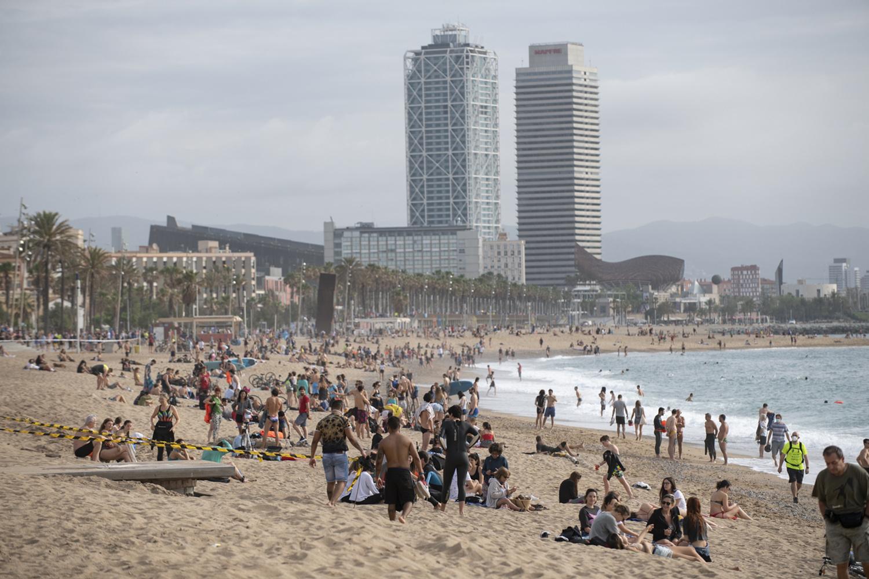 La Barceloneta retrouve ses baigneurs, AFP