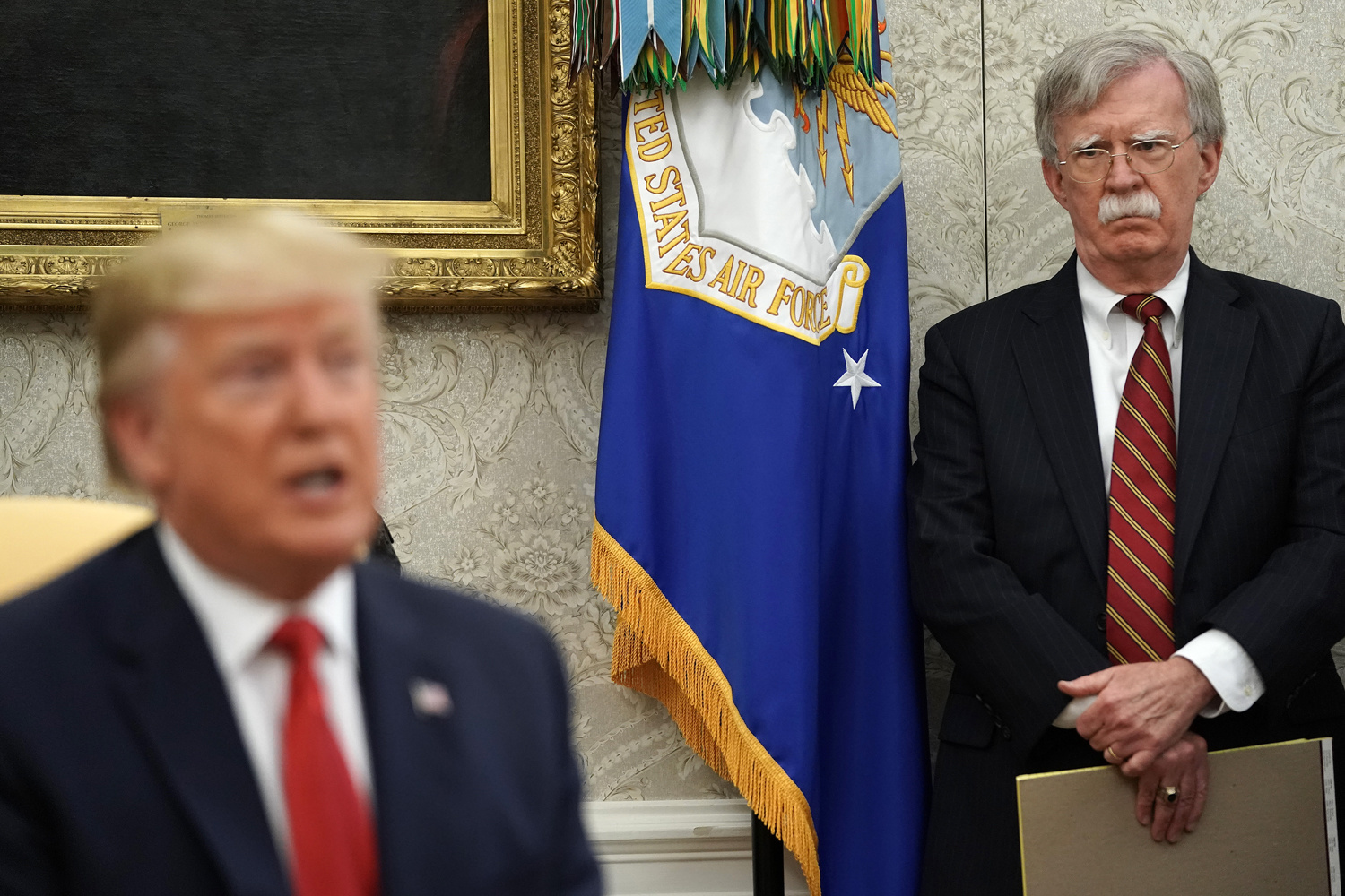 Donald Trump sous le regard de John Bolton, Getty Images