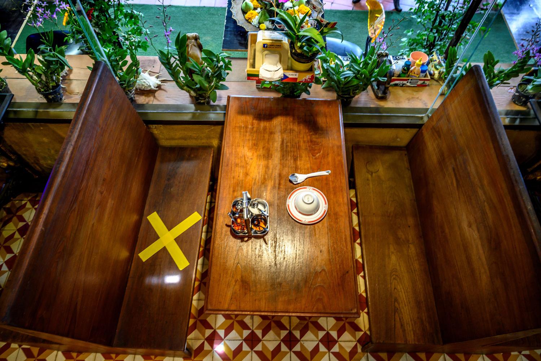 Distanciation sociale dans une restaurant en Thaïlande, Belga Images