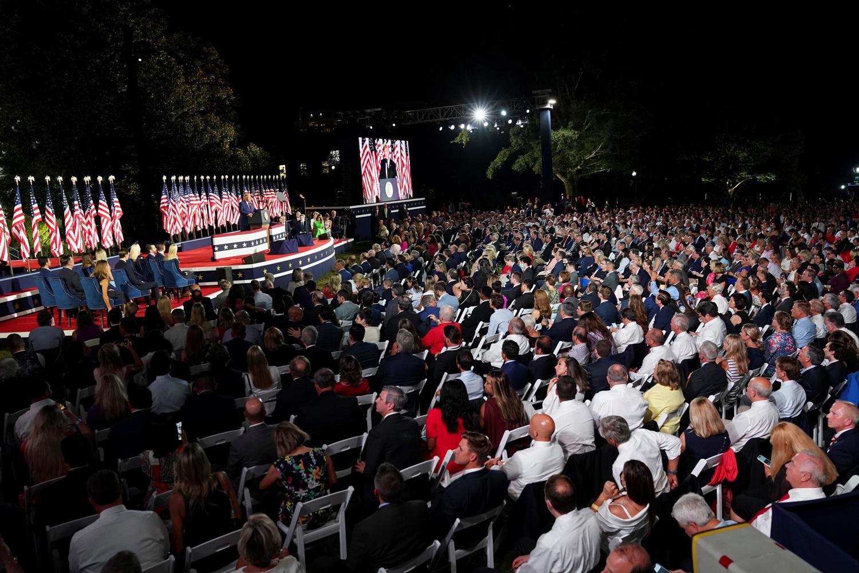 Meeting du 27 août 2020 dans les jardins de la Msion Blanche, Reuters