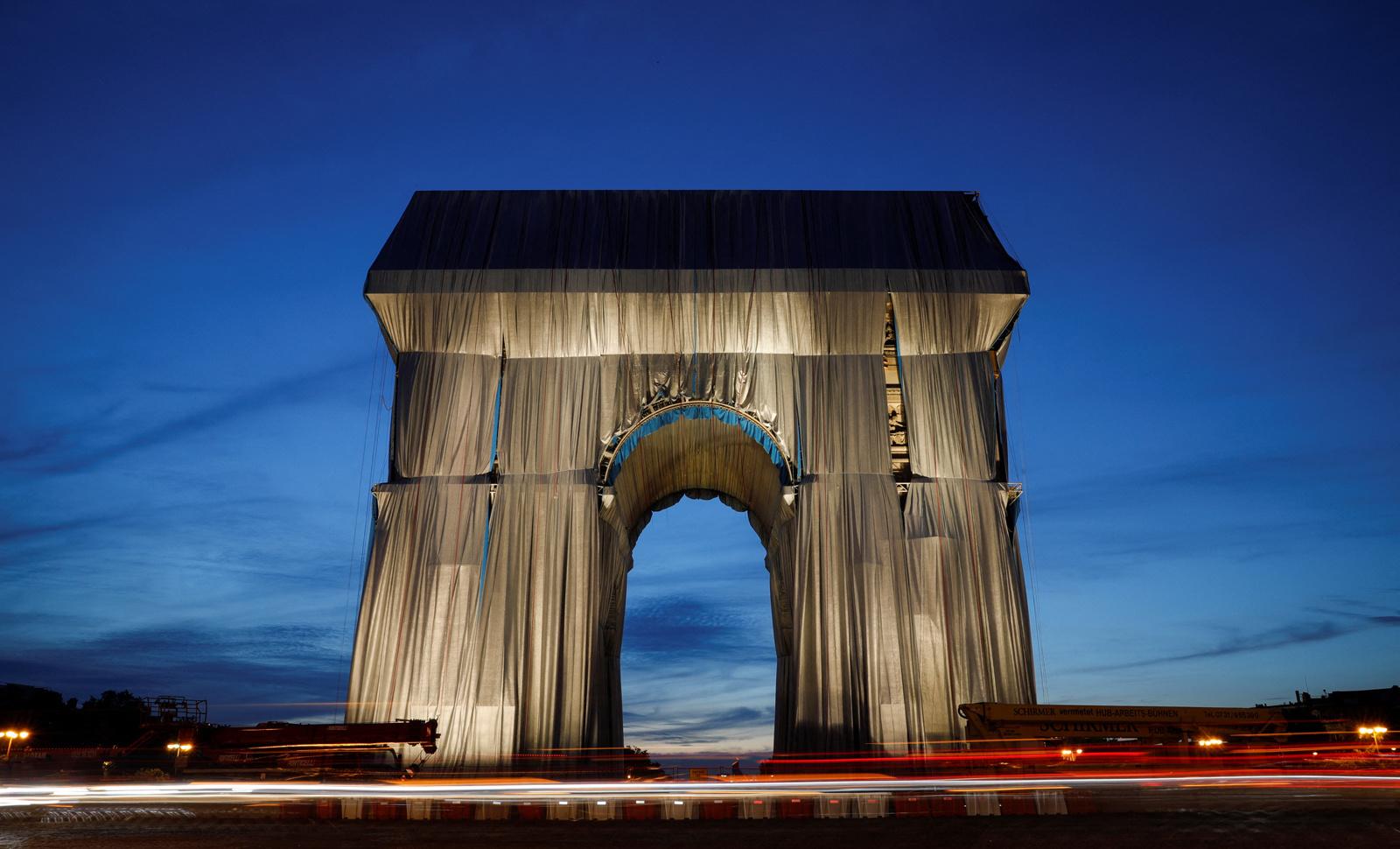 L'Arc de Triomphe empaqueté par Christo, Belga Images