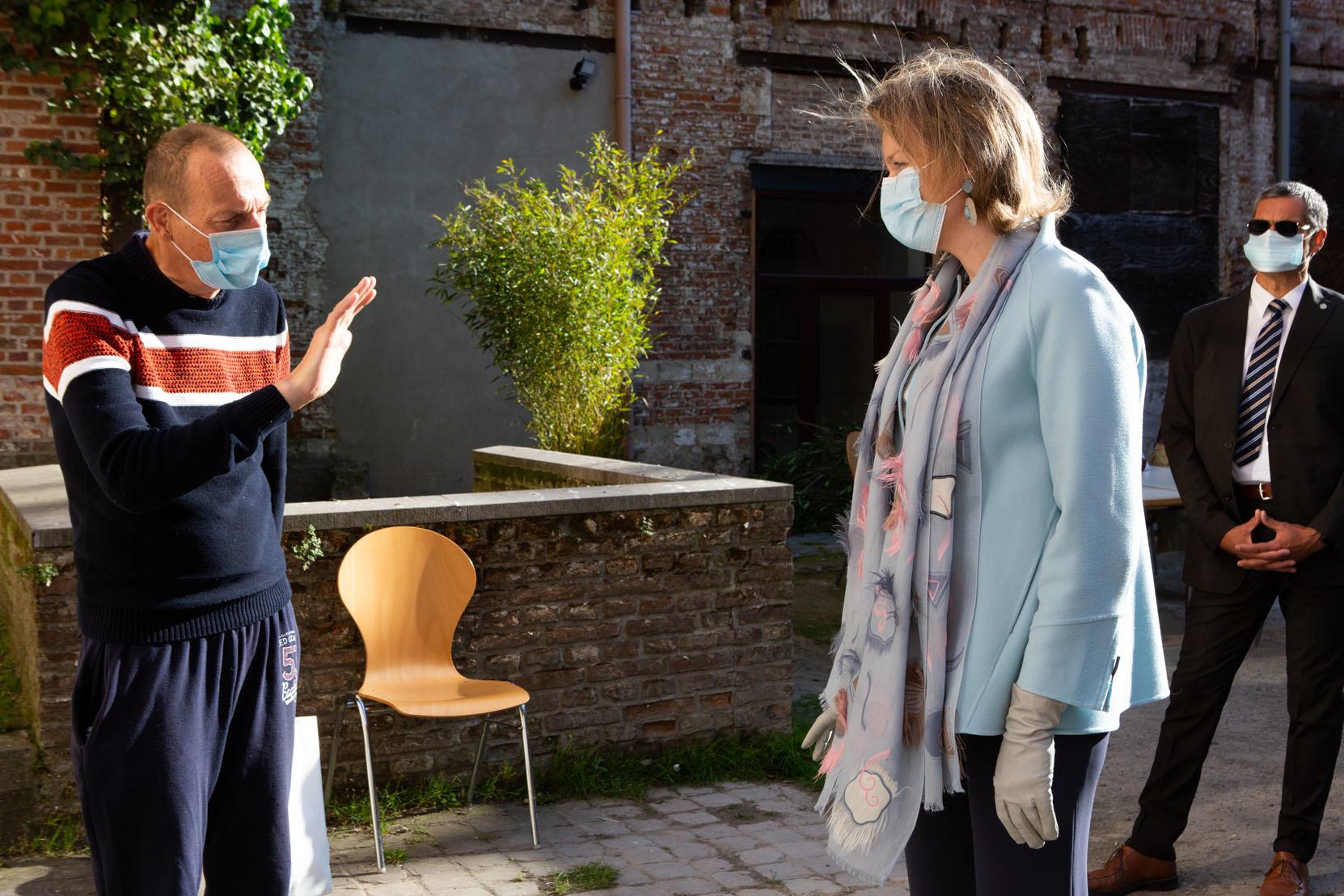 Mathilde et Eleonore à la rencontre de sans abri, le 14 mai 2020 à Bruxelles, Belga Images