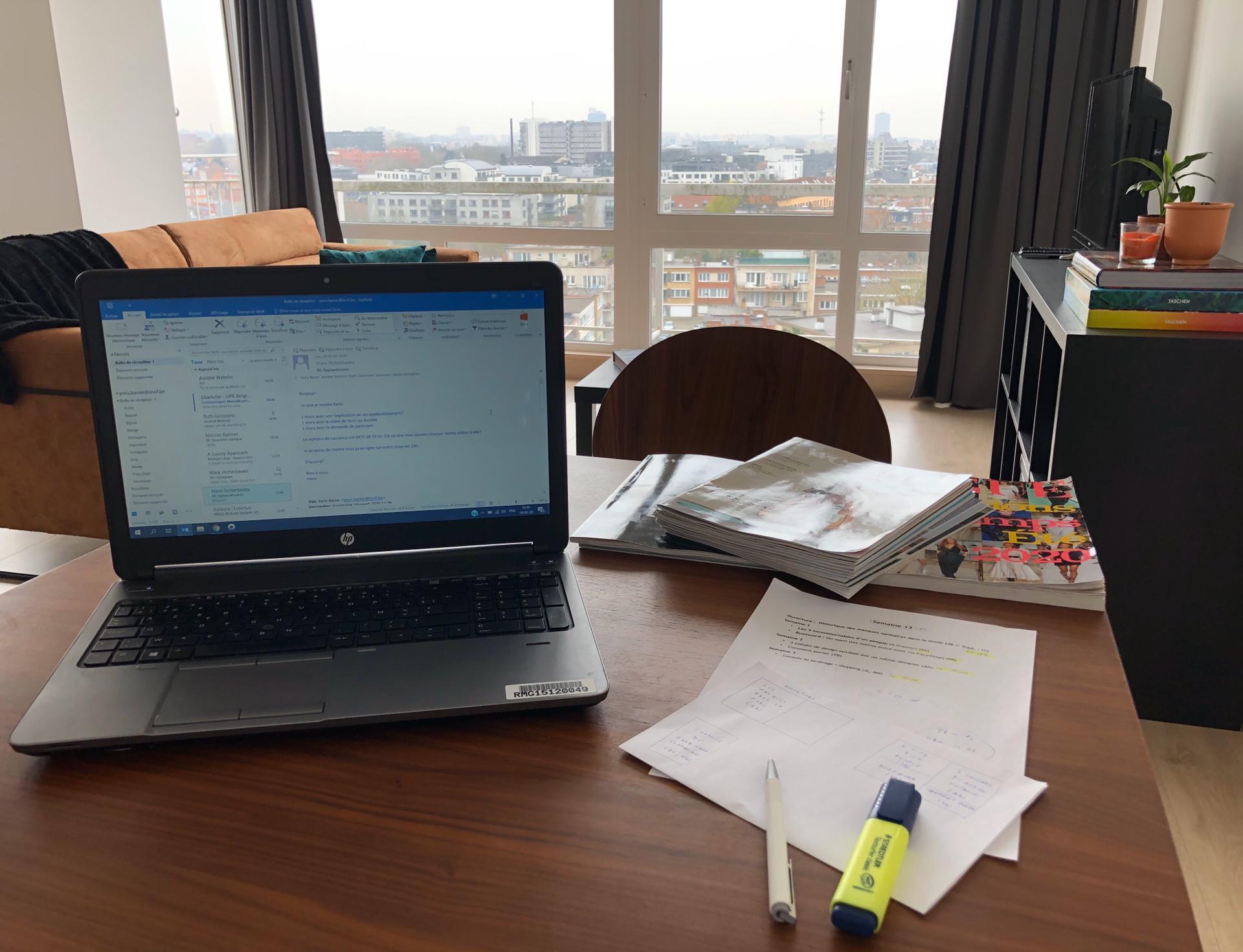 Bureau de Yoris, avec vue sur la ville, DR