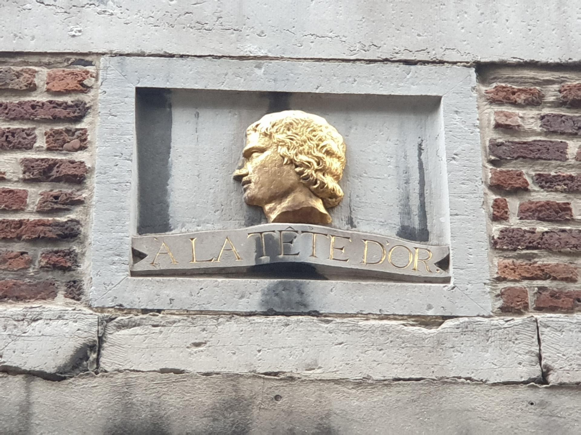 Rue de l'Épée, Liège, Miles Signs