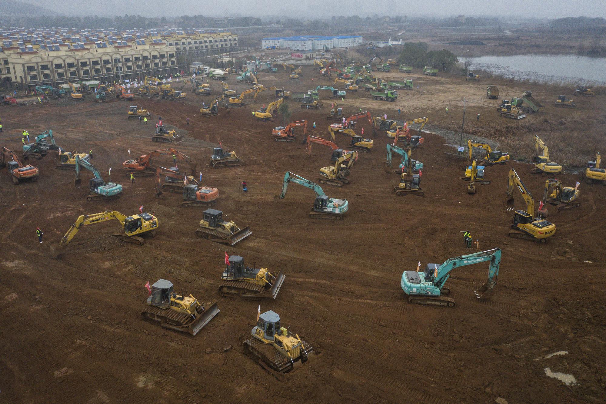 De bouw van het ziekenhuis in Wuhan., getty