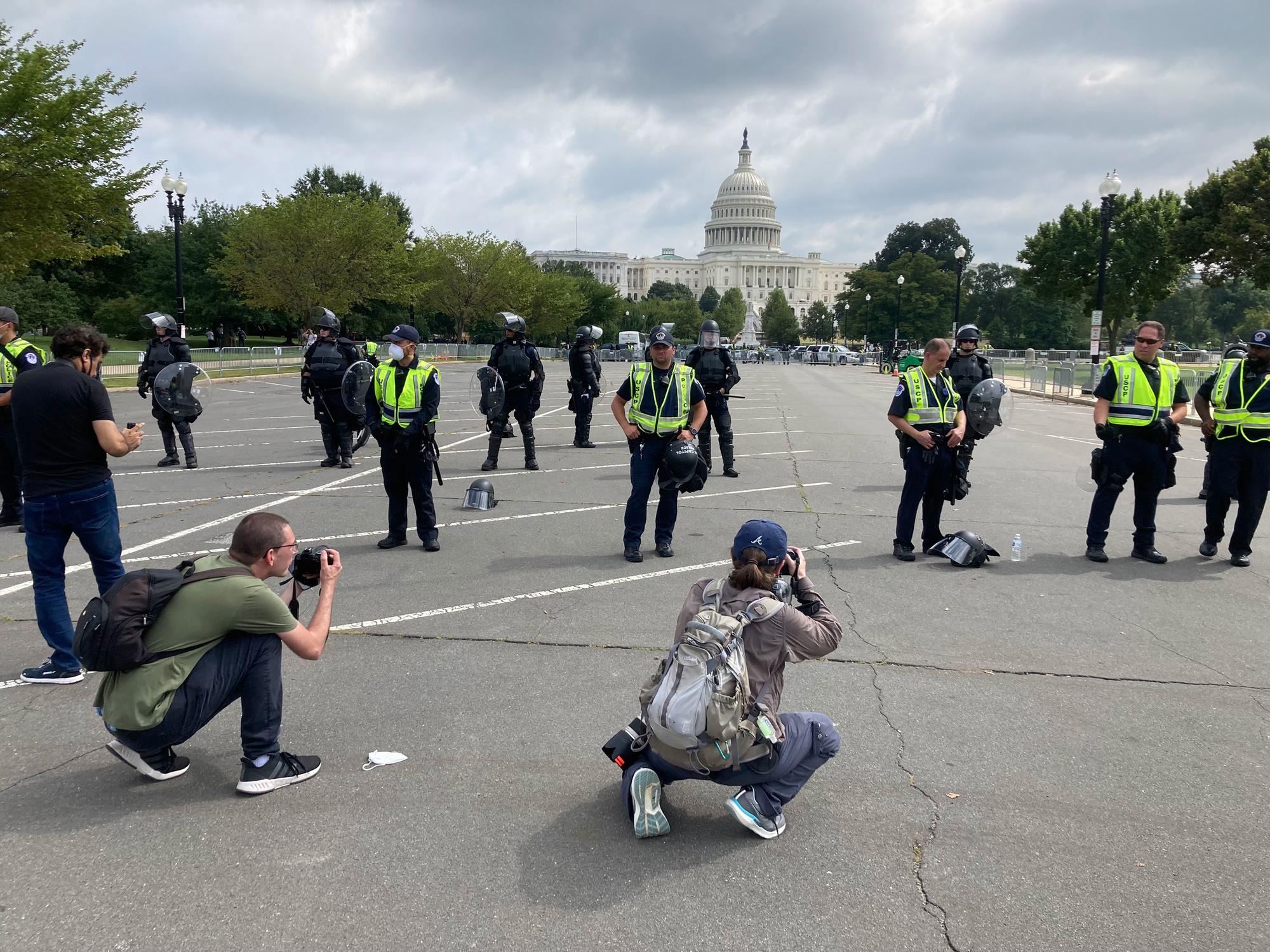 Meer politie om te fotograferen dan betogers, rr