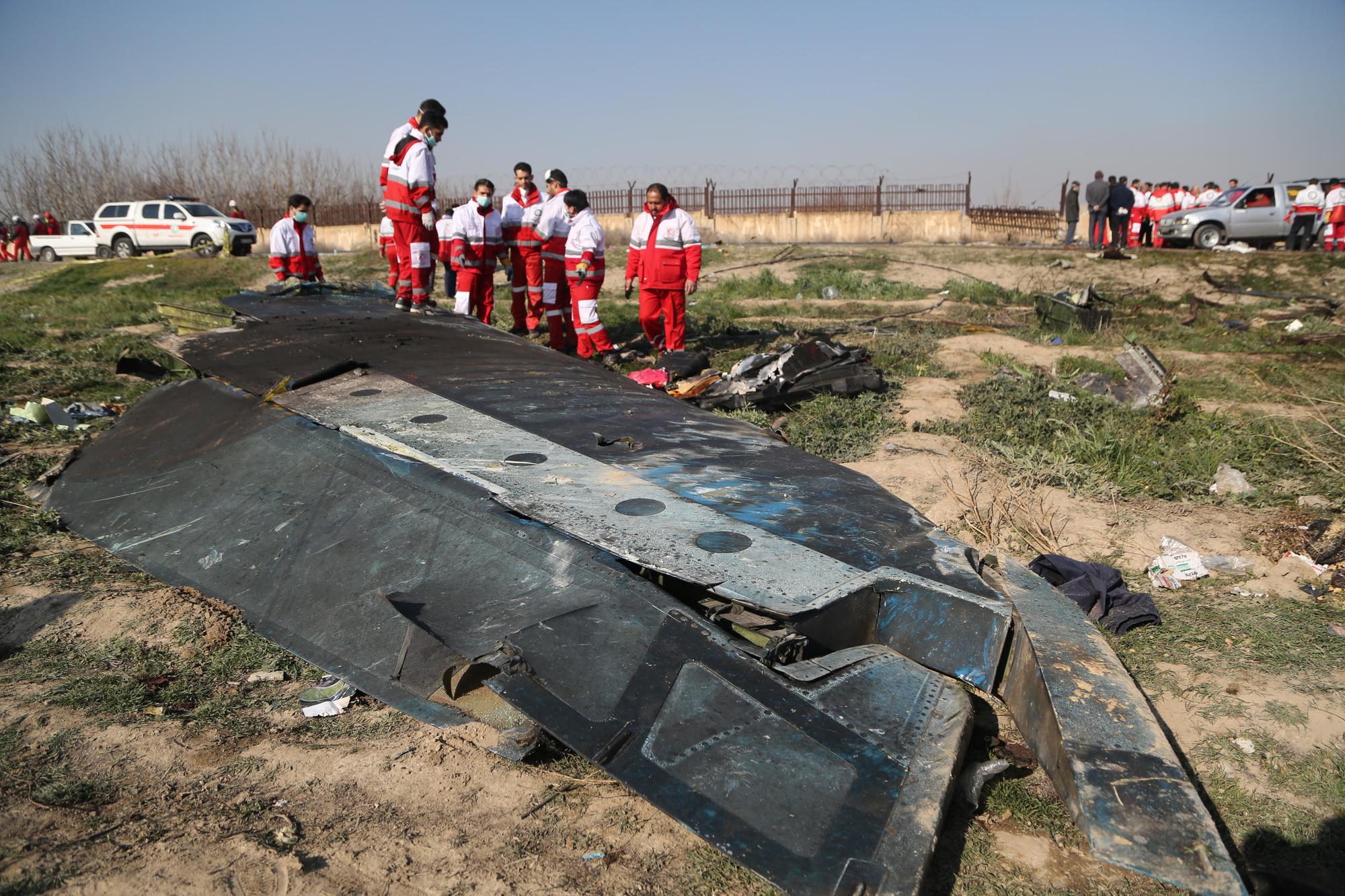 Sur le site de la catastrophe à environ 45 km au nord-ouest de l'aéroport. , reuters