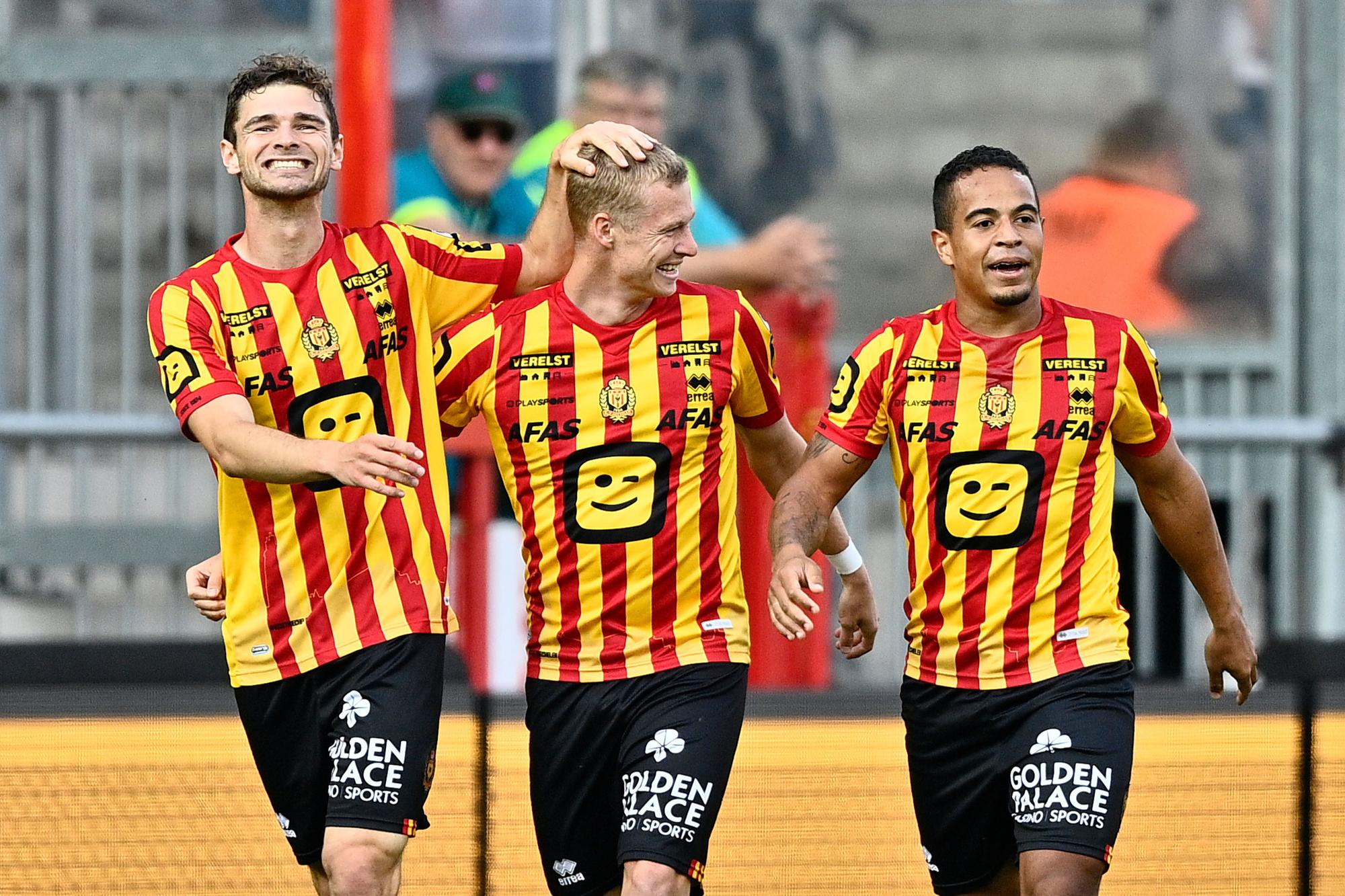 Hugo Cuypers, Nikola Storm en Lucas Bijker vieren een goal van KV Mechelen, Belga
