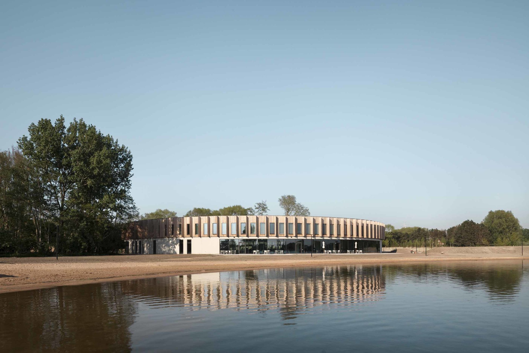 Red Cross Flanders pour l'hotel Red Cross Care Hotel à Zuienkerke, (POLO Architects)
