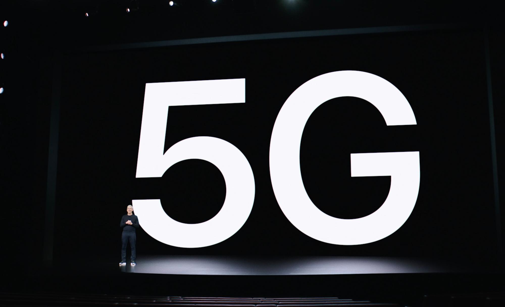 Apple-baas Tim Cook introduceert de eerste iPhones met 5G-technologie., Apple