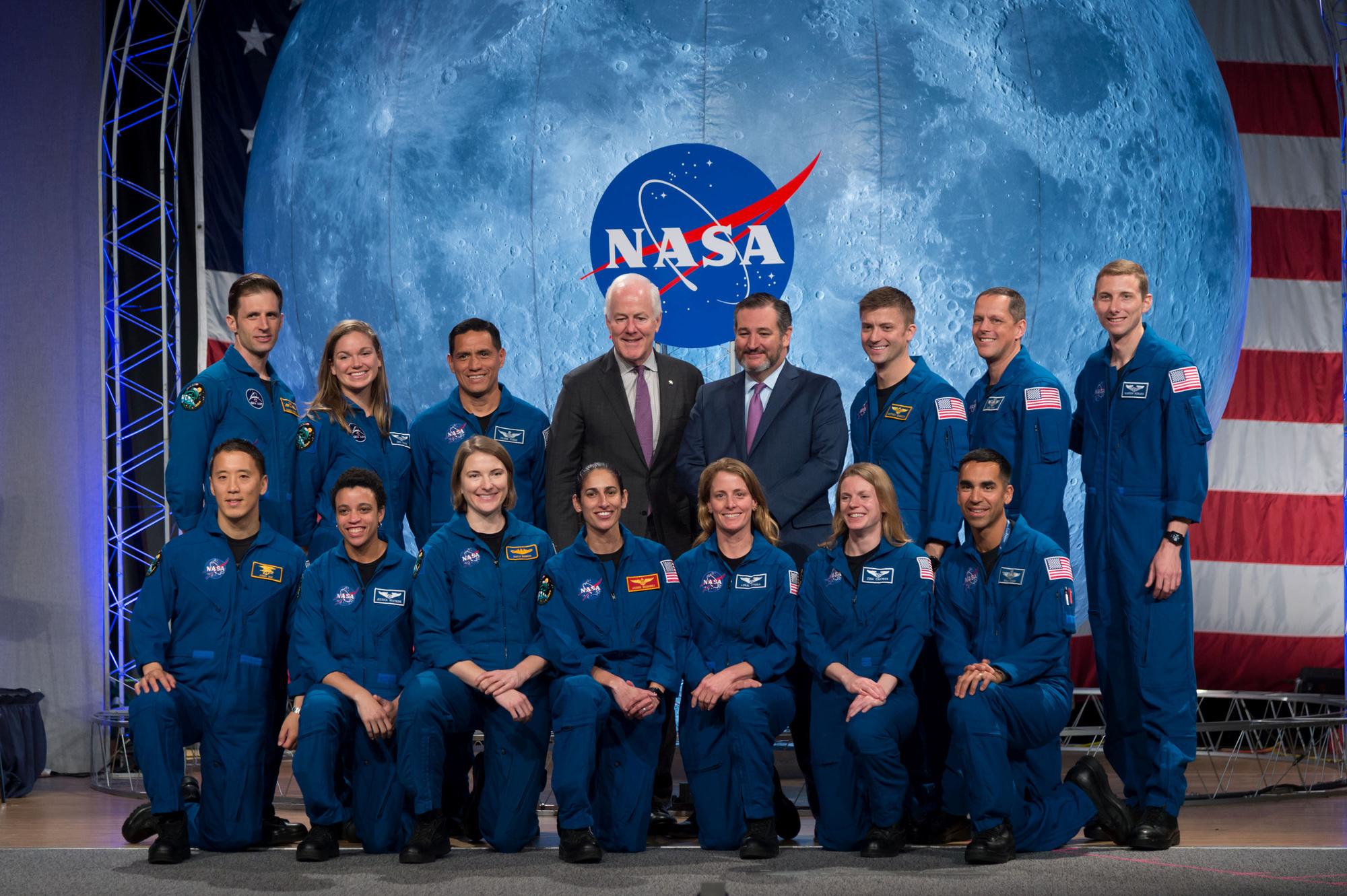 Jasmin Moghbeli entourée des autres astronautes de la NASA. , reuters
