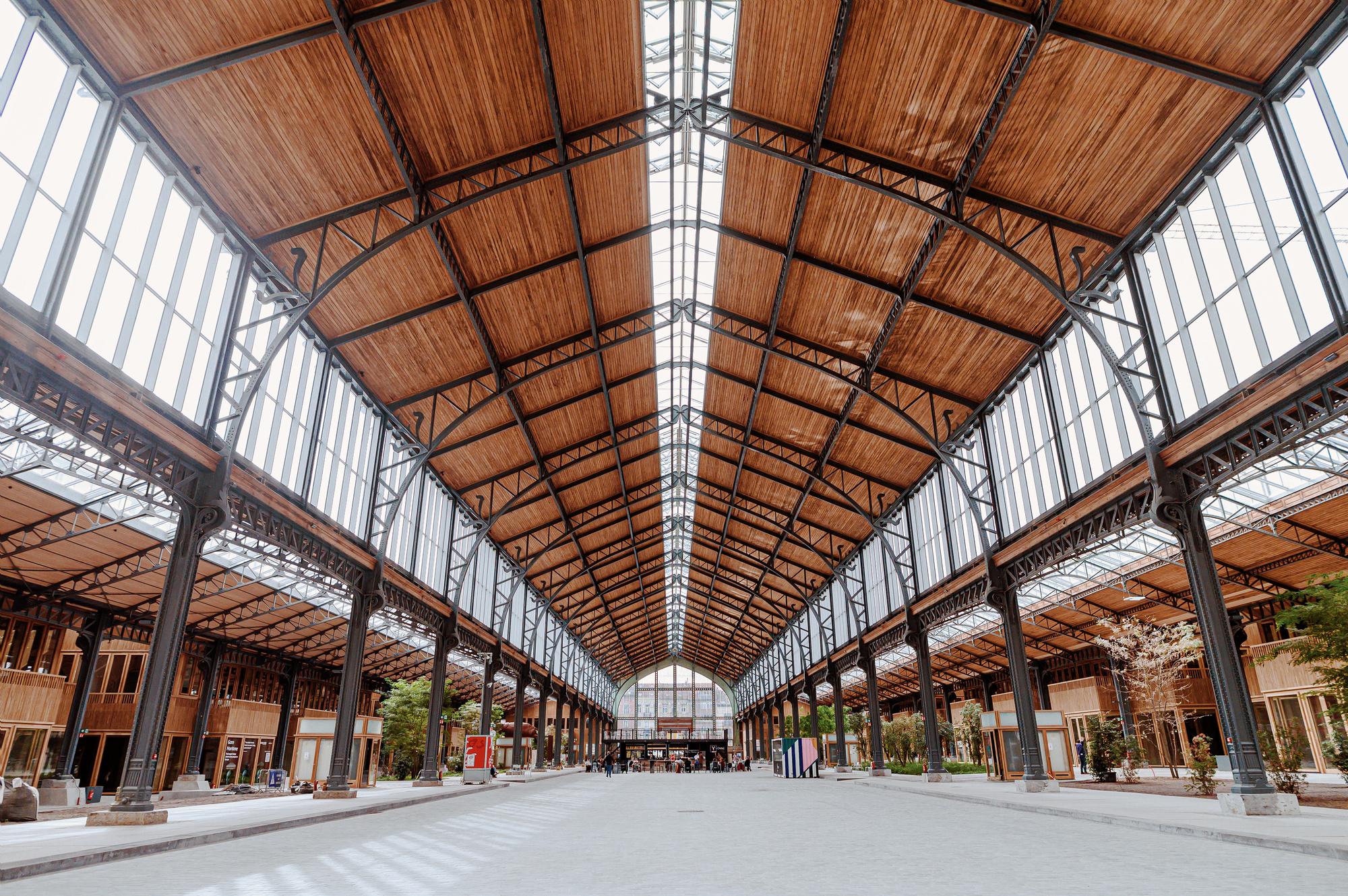 Het indrukwekkende Gare Maritime in Brussel, waar de twee designmarkten plaatsvinden, Marine Vancampenhout