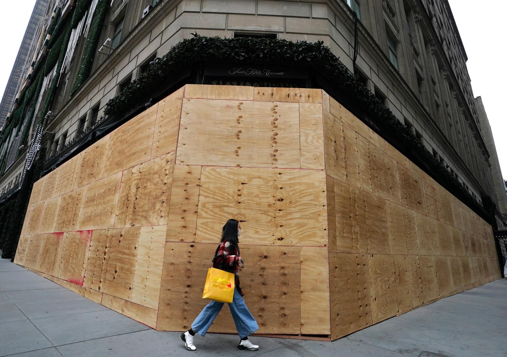 Luxewinkelketen Saks Fifth Avenue voerde extra veiligheidsmaatregelen in uit vrees voor onrust bij de verkiezingen. , Belga