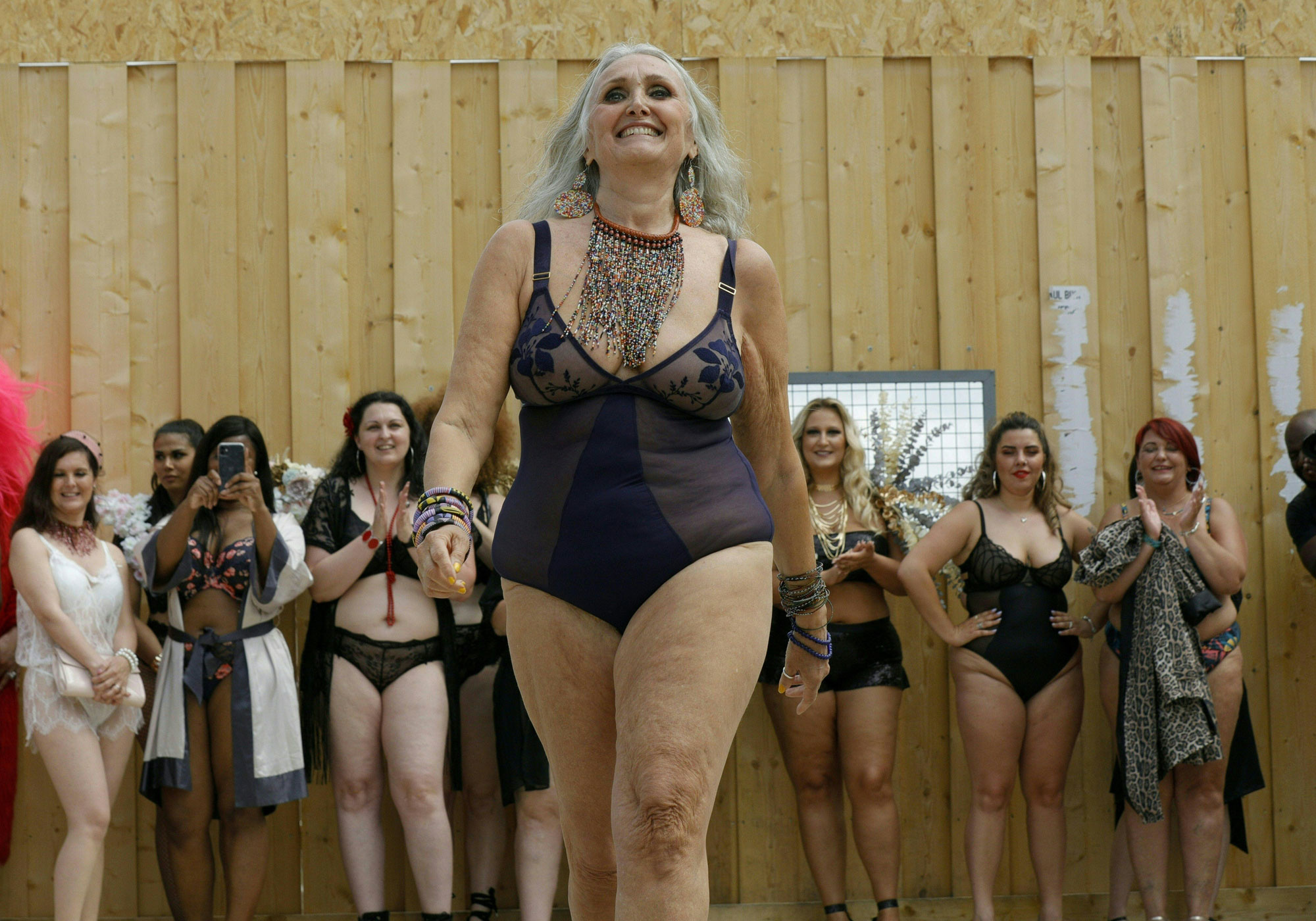 "Caroline Ida Ours, la mannequin ""sexygénaire"", Belga"
