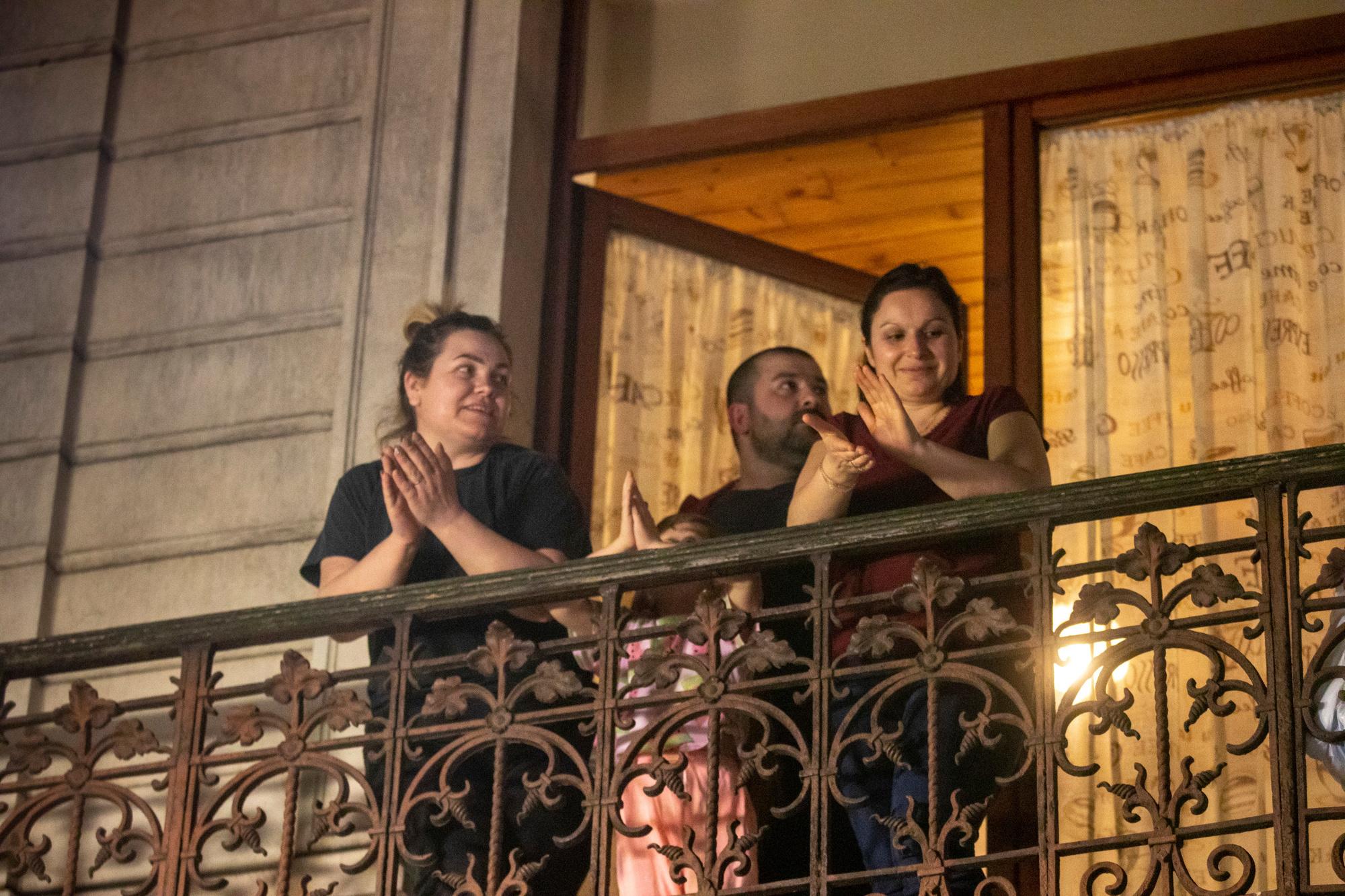 Les Belges à leur balcon pour soutenir les personnel soignant., belgaimage