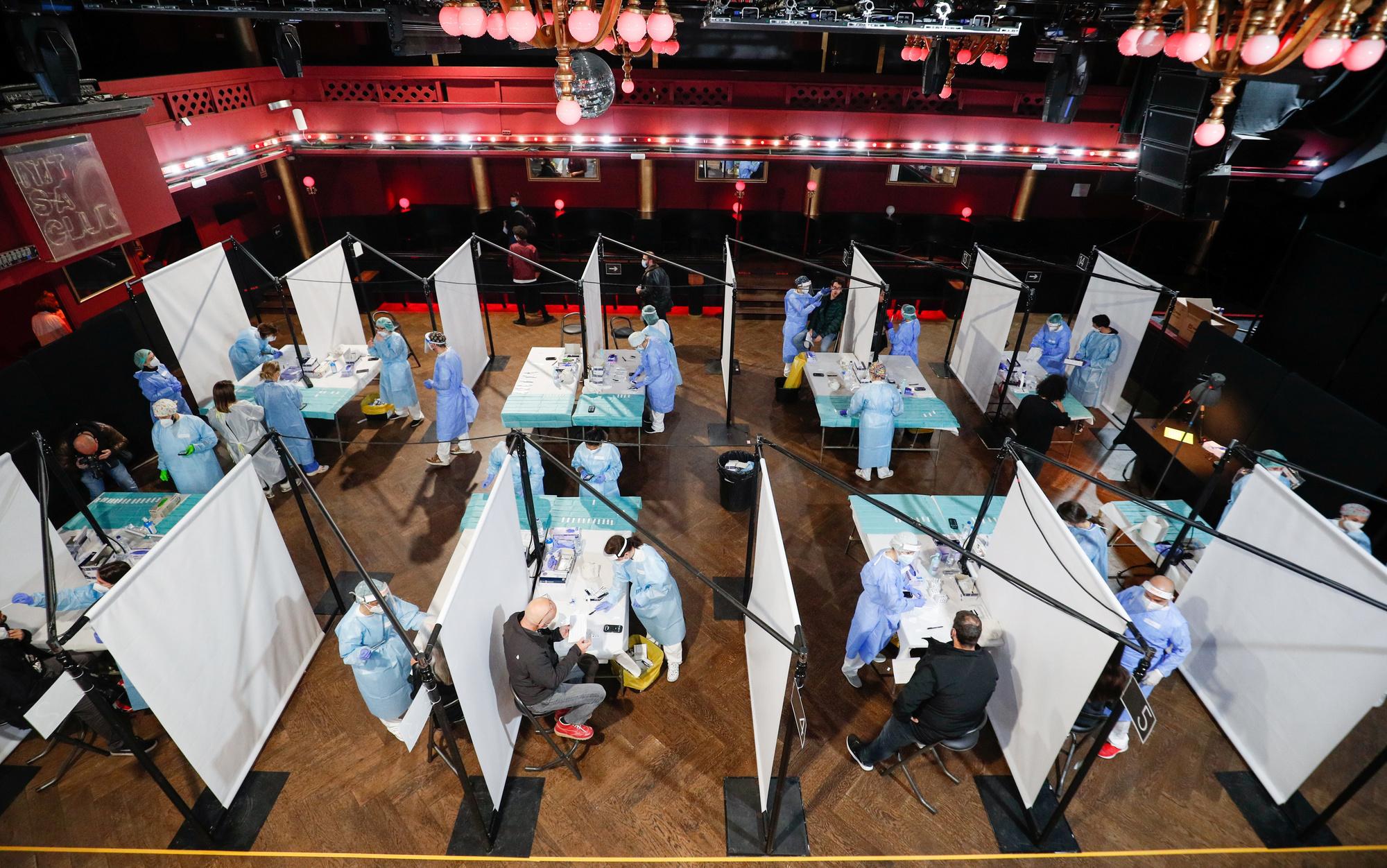 Tout un dispositif pour le testing sur place avant la tenue du concert., REUTERS/ Albert Gea