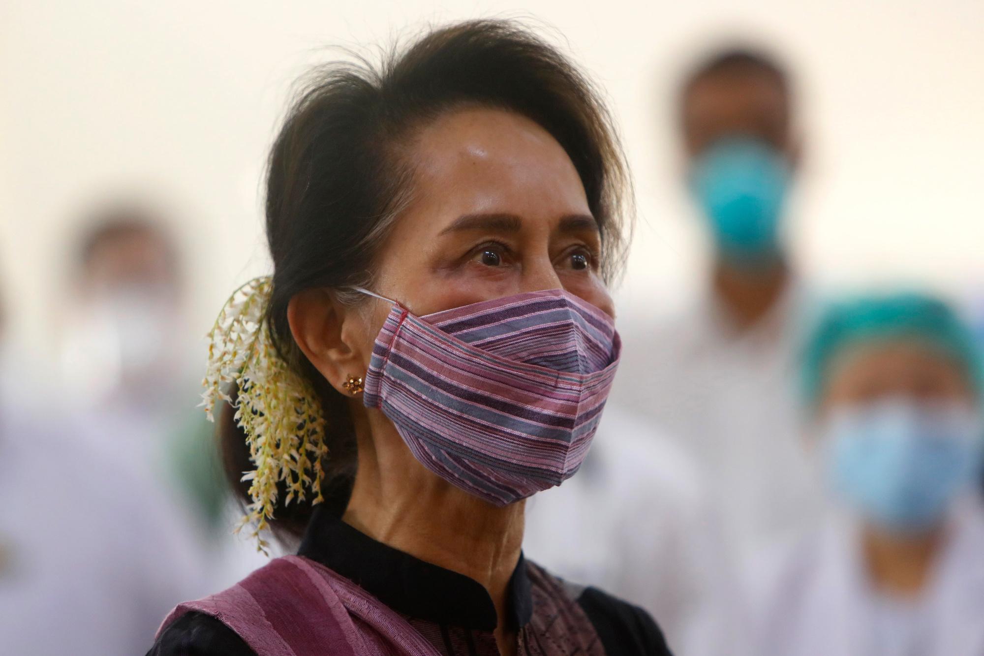 Aung San Suu Kyi, isopix