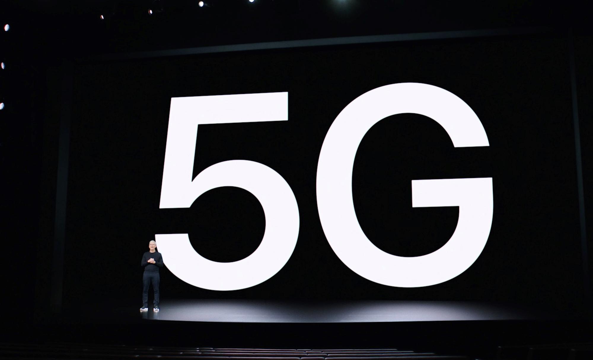 Le directeur d'Apple, Tim Cook, introduit les premiers iPhone équipés de la technologie 5G., Apple