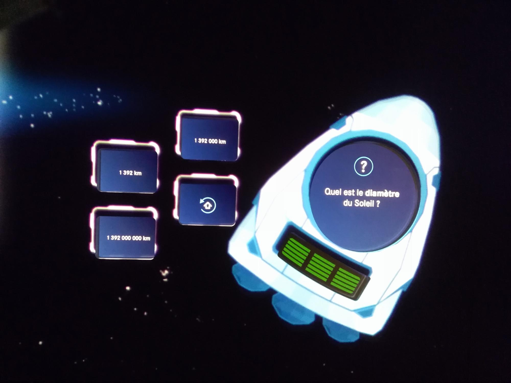 En cas de trois bonnes réponses, la fusée s'envolera à travers le ciel de l'écran tactile., Stagiaire Le Vif