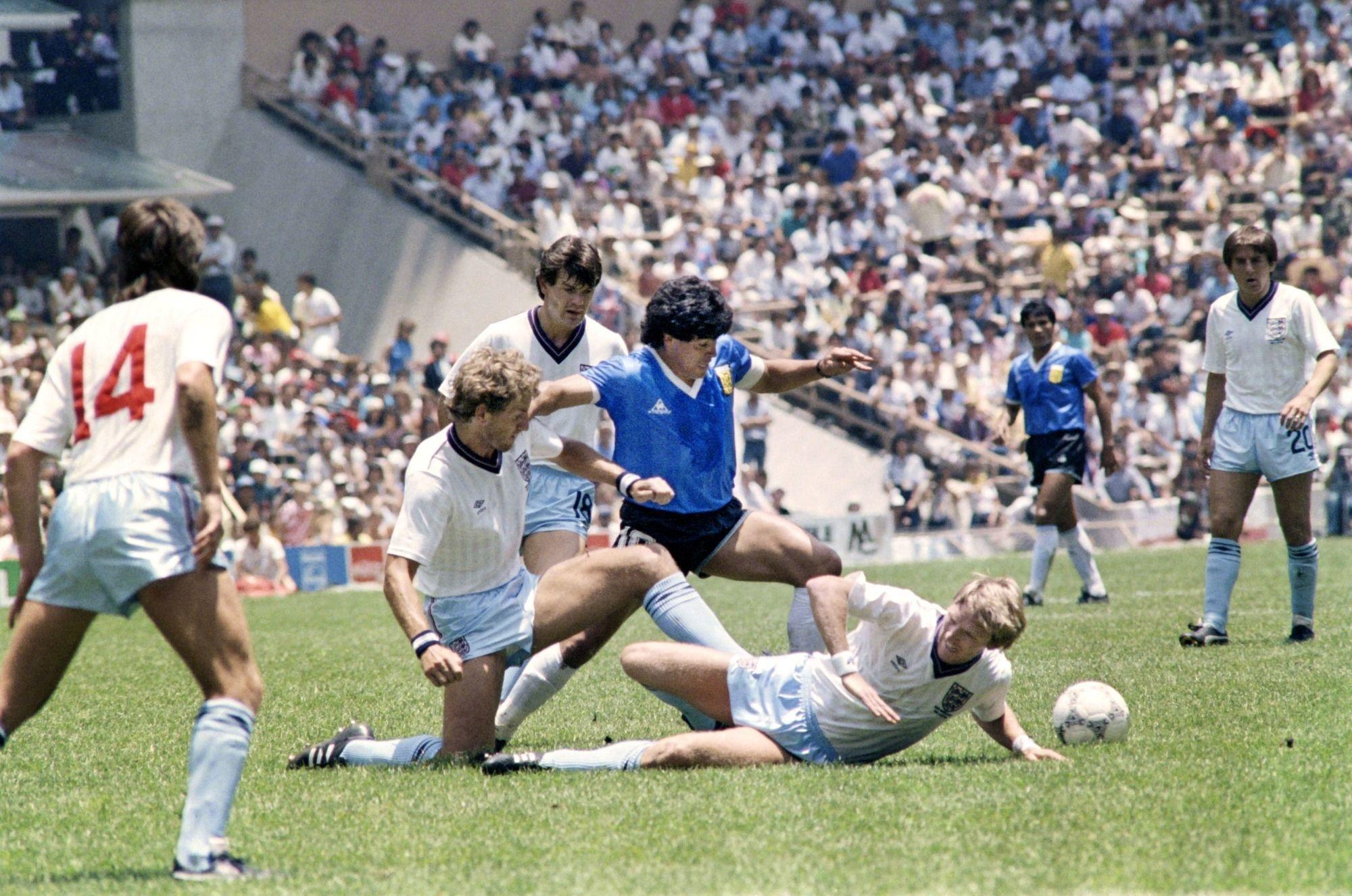 """Cette action exceptionnelle a été retenue comme """"Le but du siècle"""" lors d'un sondage organisé par la Fifa en 2002., AFP"""