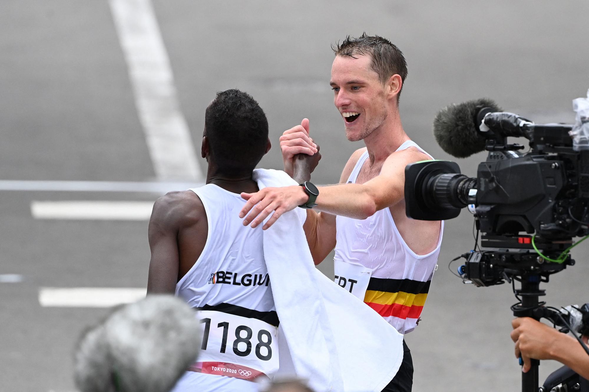 Tevreden marathonlopers Bashir Abdi en Koen Naert, Getty Images