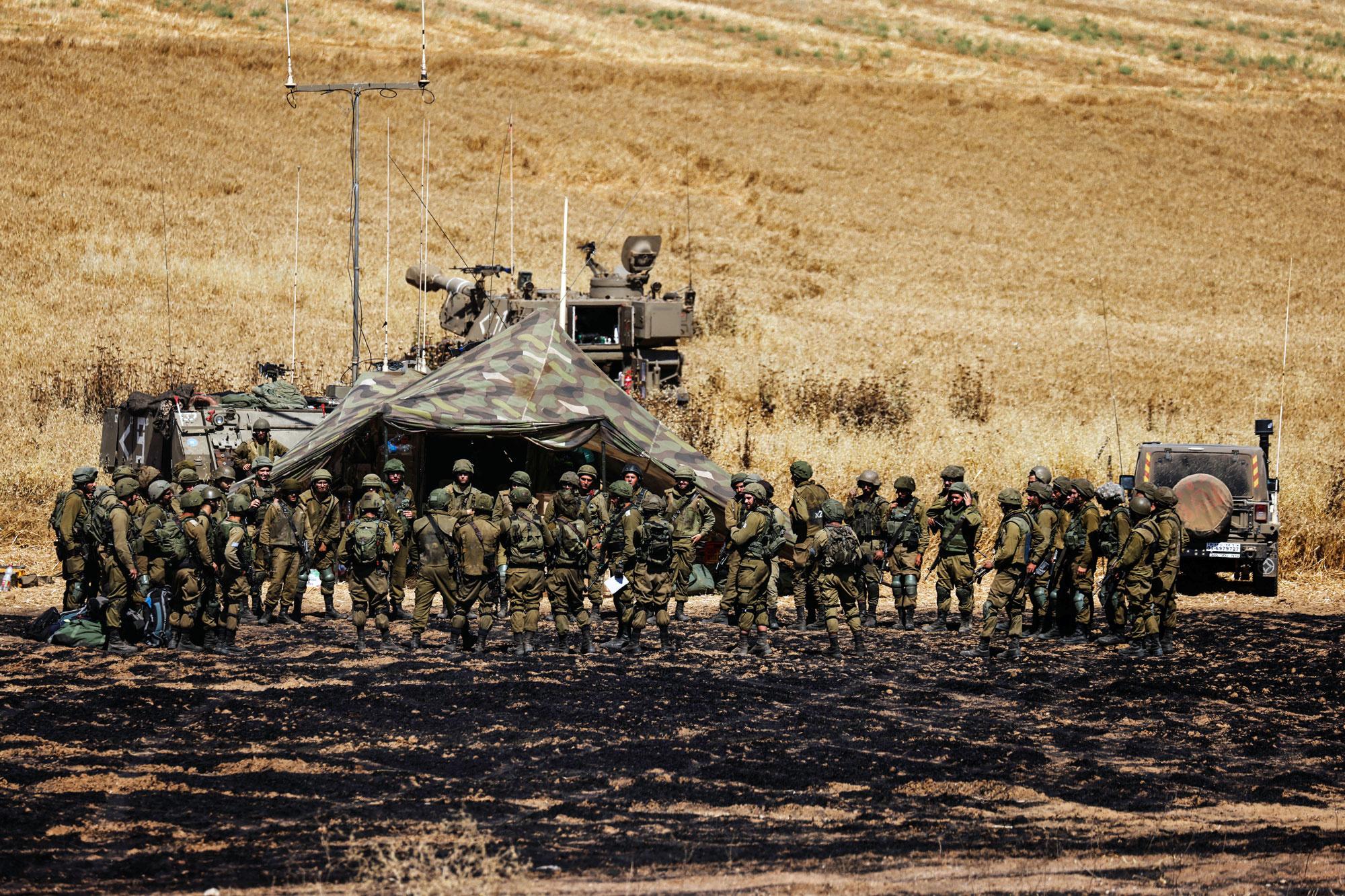 L'armée israélienne le long du territoire palestinien., Reuters