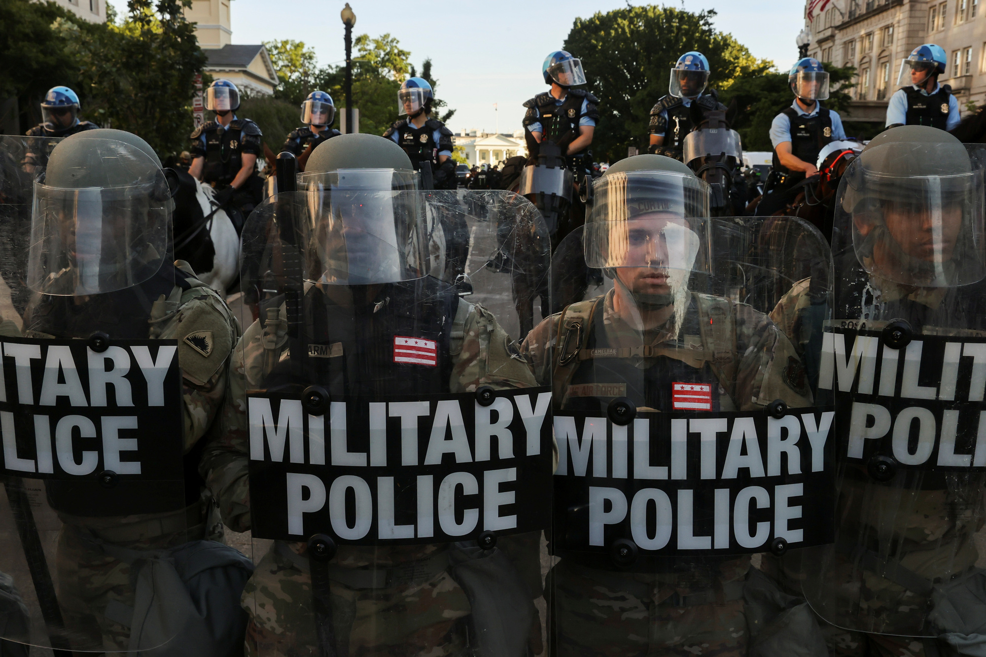 Militaire politie komt tussen in hoofdstad Washington, Reuters