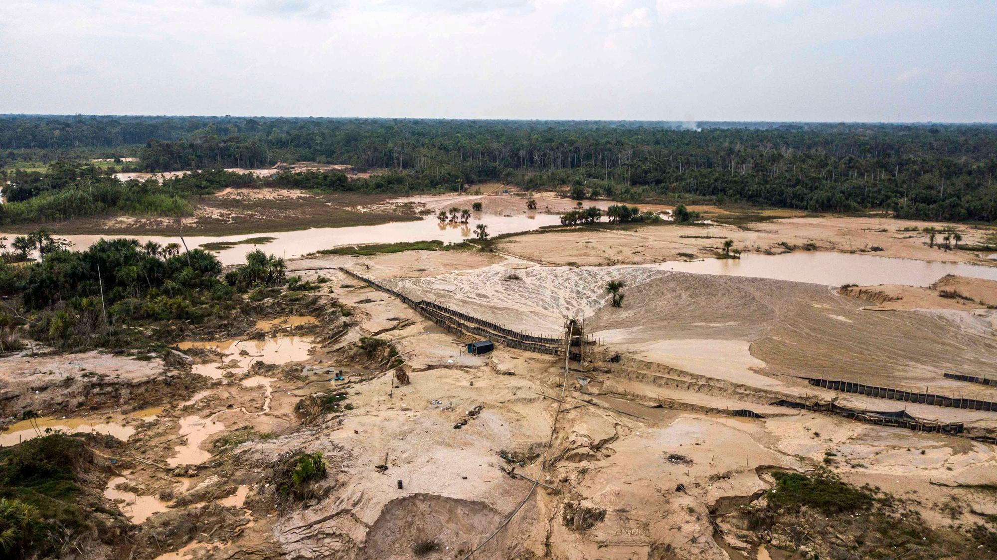 Illegale goudwinning slaat gaten in het Amazone-regenwoud in Peru, Getty Images