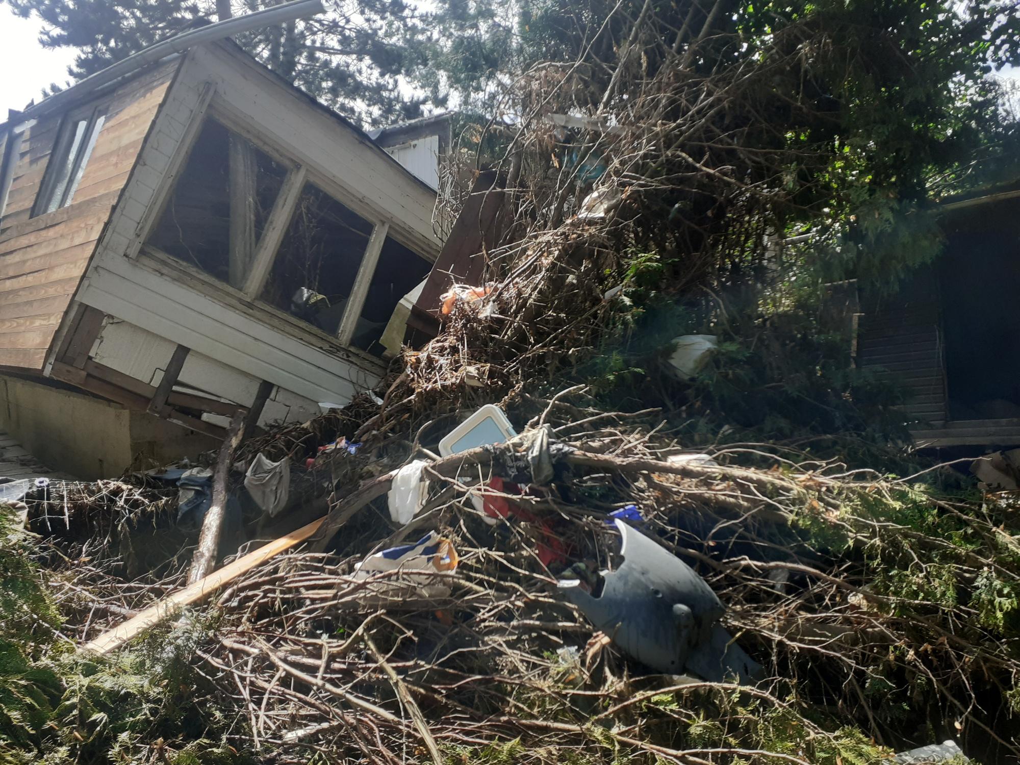 Camping de Méry, en bordure d'Ourthe: habitations (maisons et caravanes) et végétations détruites par la furie des inondations., DSS