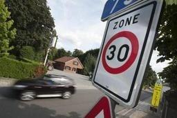 """Zone 30 en Région bruxelloise: Touring réclame des limitations """"crédibles"""""""