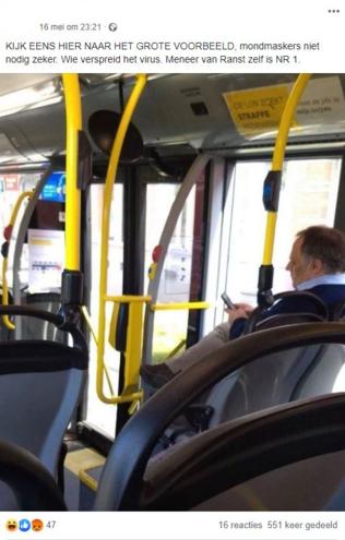 Eén van de berichten op Facebook met de foto van Marc Van Ranst op de bus., Facebook