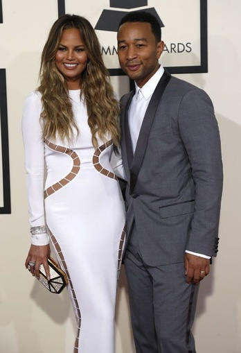 Singer John Legend arrives with wife Chrissy Teigen at the 57th annual Grammy Awards in Los Angeles, California February 8, 2015. REUTERS/Mario Anzuoni (UNITED STATES - Tags: ENTERTAINMENT) (GRAMMYS-ARRIVALS) - RTR4OQMQ, REUTERS