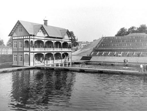 Het olympisch zwembad in Antwerpen was volgens de Amerikanen niet veel beter dan Matoika, het stonk en was ijskoud., GETTY