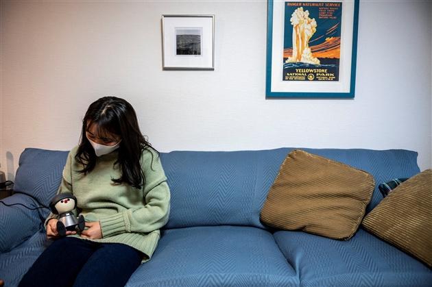 Nami Hamaura et son robot de compagnie, AFP