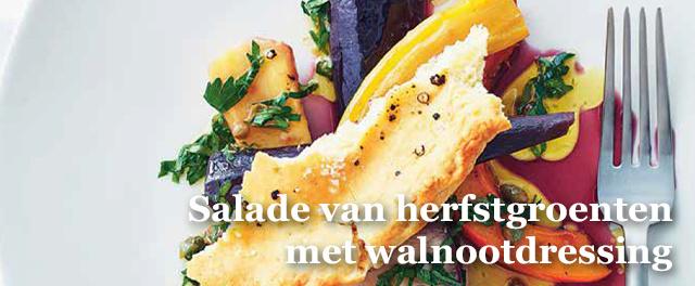 Een grote ovenschaal vol groenten en kwalitatief platbrood om de sappen daaruit te kunnen opsoppen: onze definitie van comfort food., Isopix