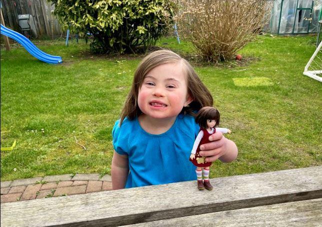 Rose et la poupée Rose Boo, imaginée à son image, DR