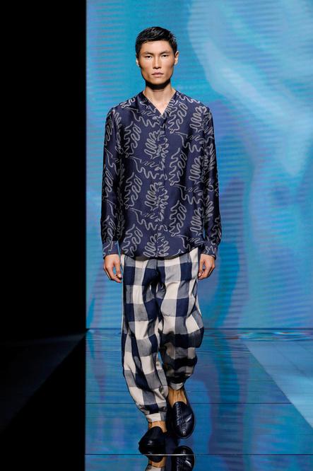 Pyjama de soie chez Armani, Reuters